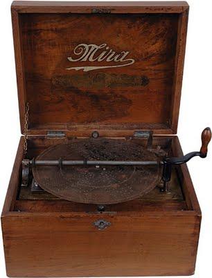 Mira_music_box