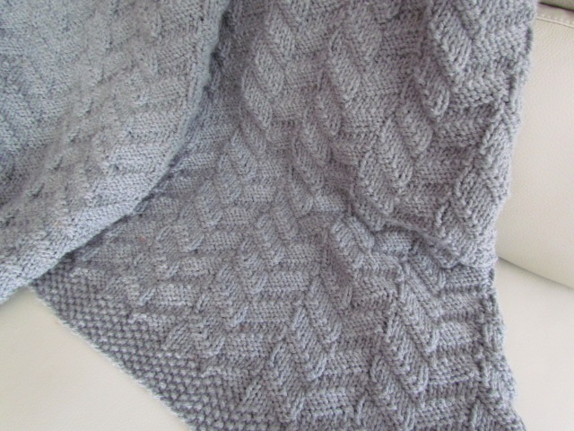 Heraldry blanket closeup 004