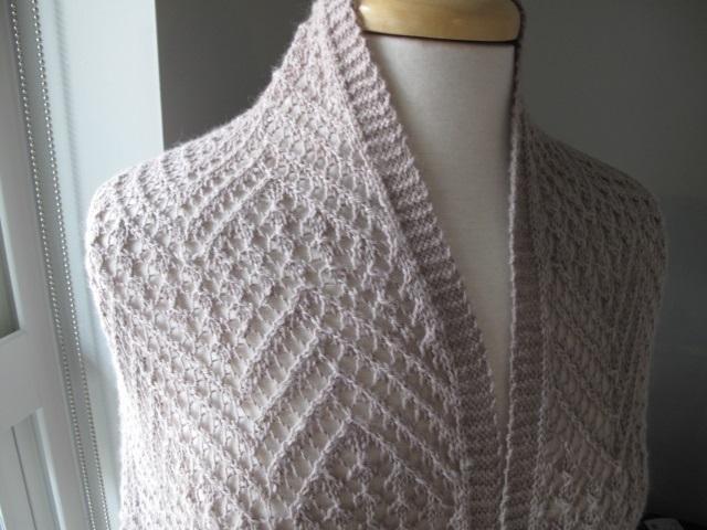 Serin Lace Shoulder detail